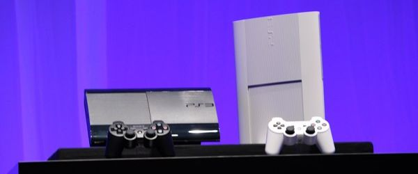ps3 noir blanc La nouvelle PS3 débarque...